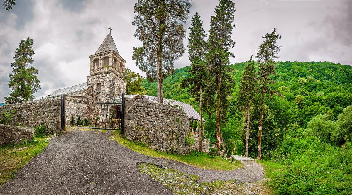 Коман - место трех святынь
